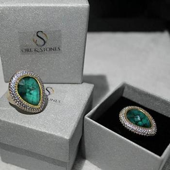 12-anel-banhado-a-ouro-com-brilhantes-de-esmeralda-natural