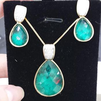 9-colar-e-brincos-banhado-a-ouro-com-brilhantes-e-esmeralda-natural